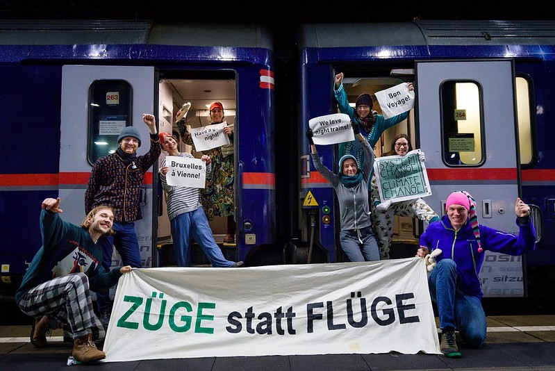 New night train Vienna – Brussels celebrated by climate action groups in both cities